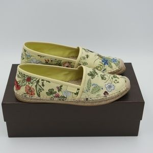 52b0cfe981b Gucci Shoes - New Gucci Floral Knight Print Espadrilles